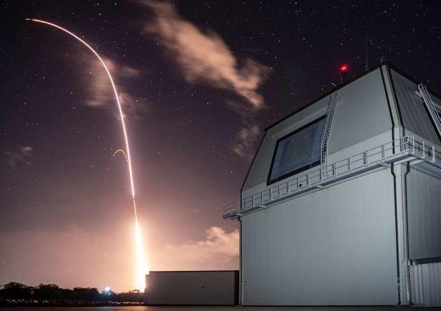 إطلاق صاروخ تابع لنظام أيجيس
