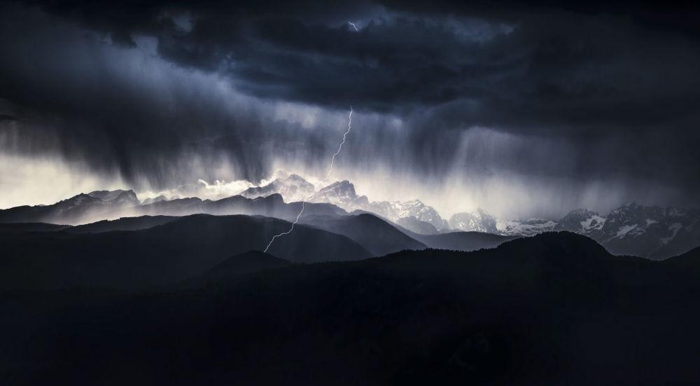 صورة بعنوان يوم عاصف، المصور السلوفيني أليس كريفيتش، الفائز في فئة المنظر الطبيعي من مسابقة مصور الطبيعة لعام 2019