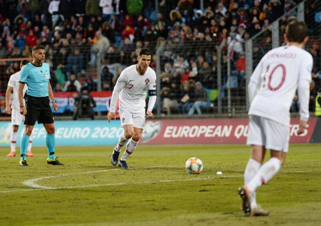 كريستيانو رونالدو خلال مباراة البرتغال ولوكسمبرج