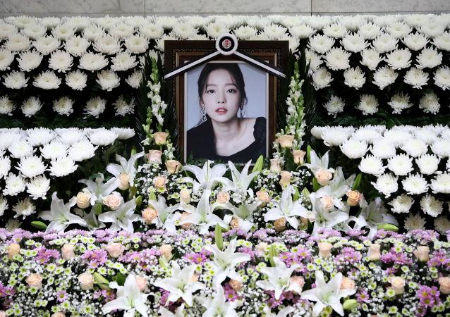مذبح تذكاري للمطربة الكورية الراحلة جو هارا في مستشفى سيول سانت ماري في كوريا الجنوبية، 25 نوفمبر/تشرين الثاني 2019