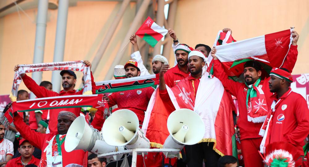 الجماهير العمانية في مباراة الكويت عمان في خليجي 24