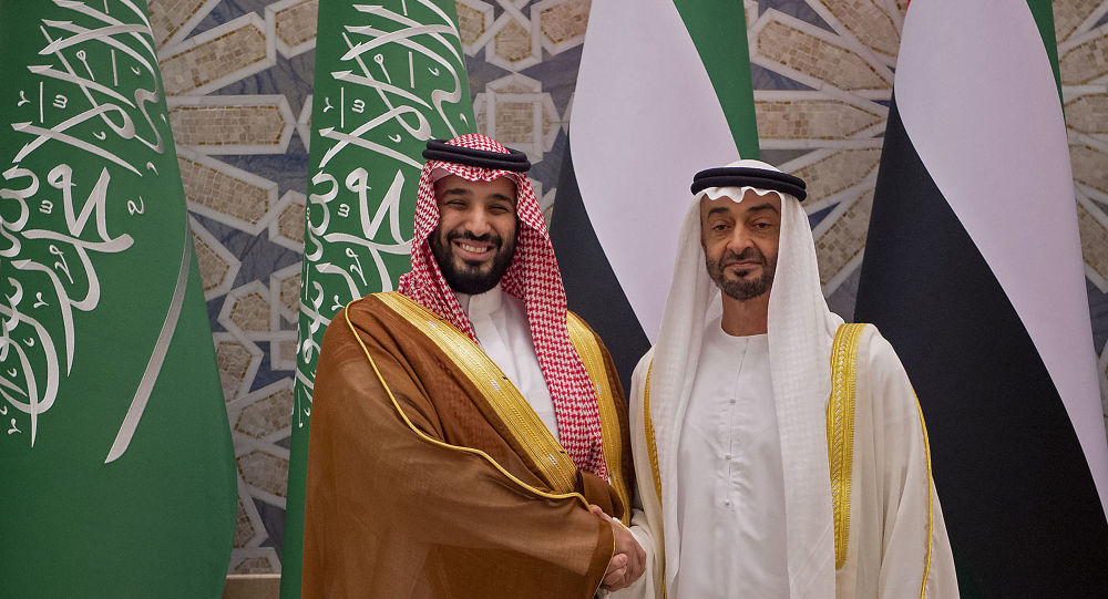 ولي عهد أبوظبي محمد بن زايد يصافح ولي العهد السعودي محمد بن سلمان في أبوظبي، الإمارات العربية المتحدة، 27 نوفمبر/ تشرين الثاني 2019