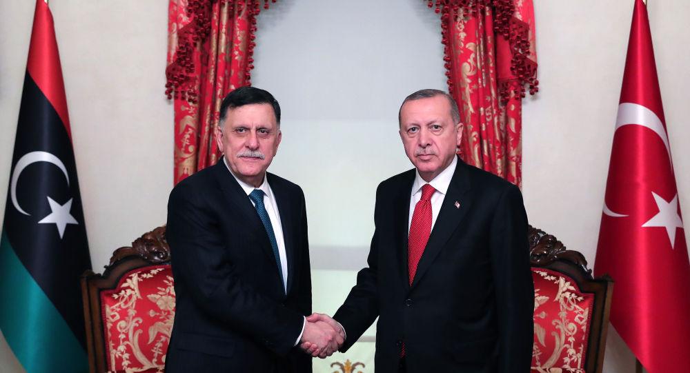 الرئيس التركي رجب طيب أردوغان ورئيس المجلس الرئاسي في طرابلس فايز السراج
