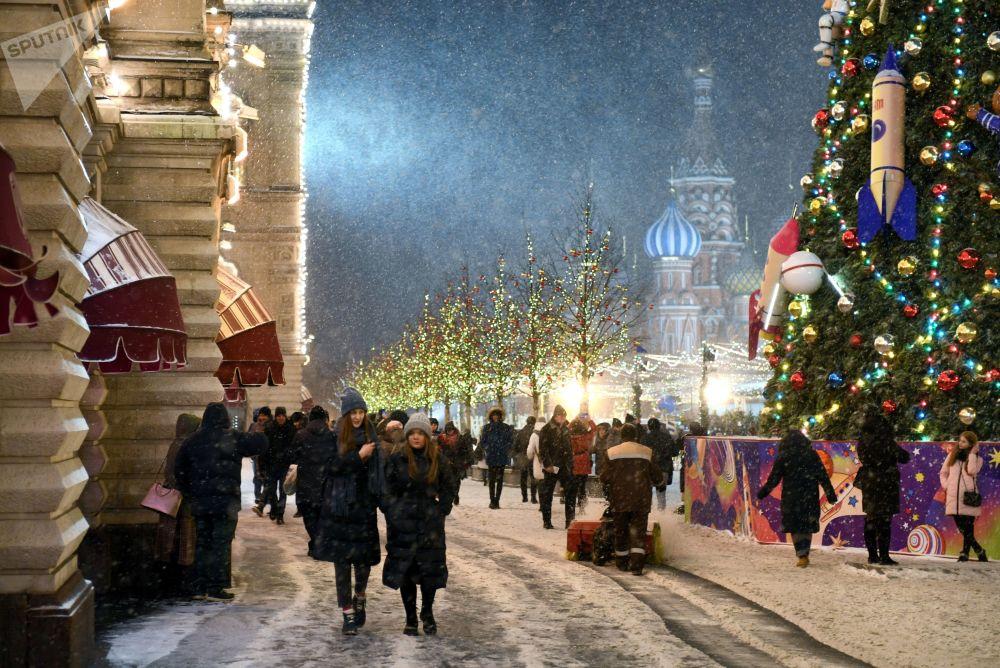 تزيين الساحة الحمراء ومهرجان غوم بمناسبة انطلاق مهرجانات عيد الميلاد ورأس السنة، موسكو 4 ديسمبر 2019