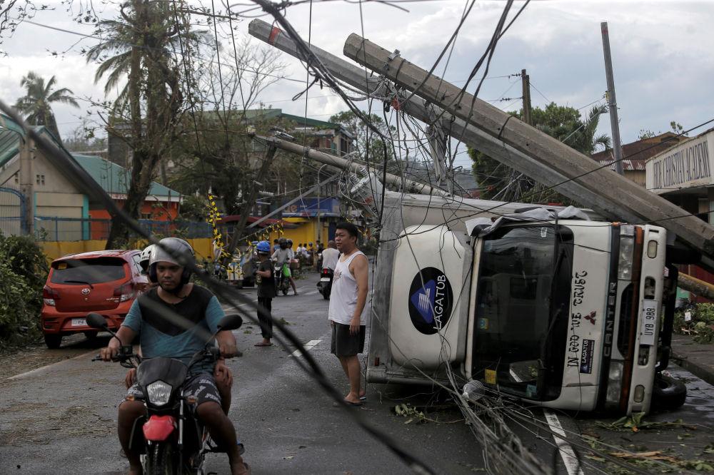 آثار إعصار قوي ضرب بلدة كاماليغ، الفلبين، 3 ديسمبر 2019