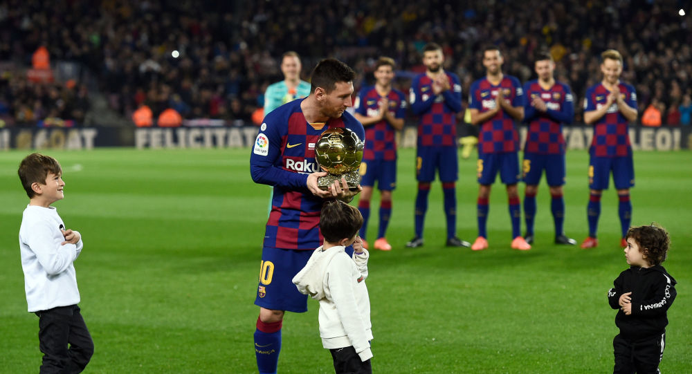 """""""سيد الملاعب والأعظم في التاريخ""""..برشلونة يحتفل بإنجاز ميسي"""