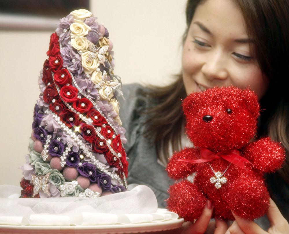 شجرة عيد الميلاد يقدر ثمنها ب،1.75 مليون دولار في المتجر الرئيسي تاكاشيمايا، اليابان 2007