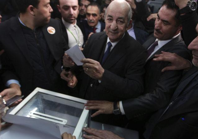 المرشح للرئاسة الجزائرية عبد المجيد تبون يصوت فى الانتخابات الرئاسية، 12 ديسمبر 2019