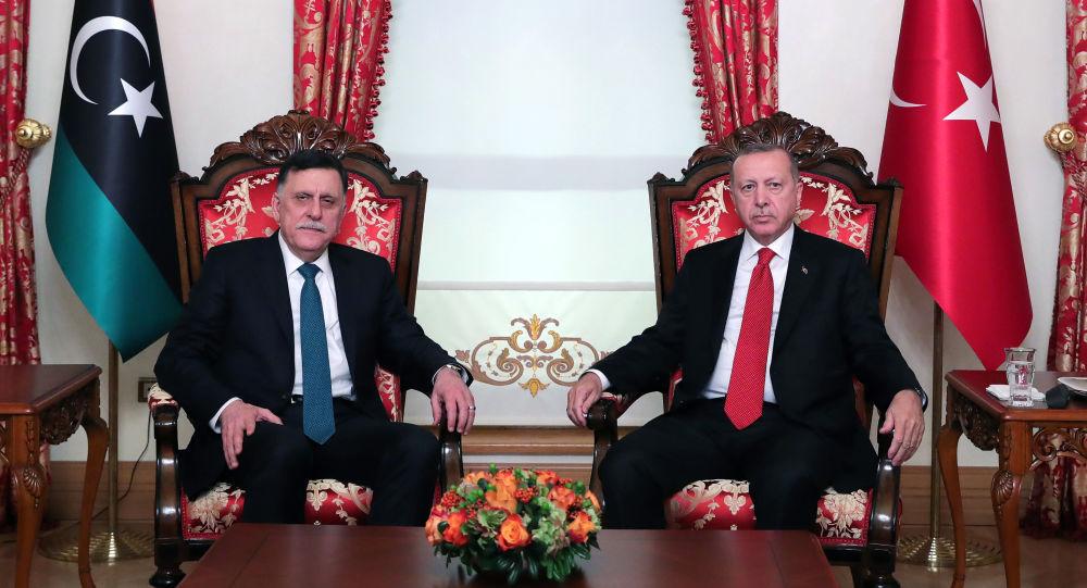 الرئيس التركي رجب طيب أردوغان ورئيس المجلس الرئاسي في ليبيا فايز السراج