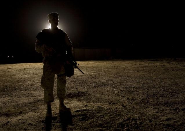 عسكري أمريكي داخل قاعد عين الأسد الأمريكية في محافظة الأنبار - العراق