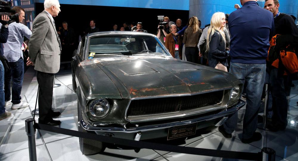 سيارة فورد موستانغ جي تي من فيلم بوليت إنتاج عام 1968 خلال عرضها في المزاد، 10 يناير/ كانون الثاني 2020