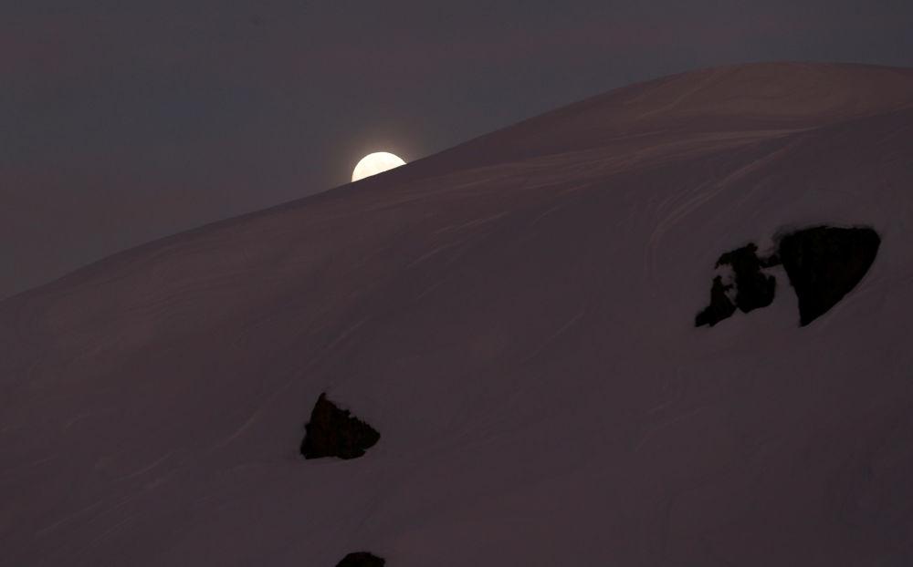 أول ظاهرة فلكية في عام 2020 - خسوف القمر في إيطاليا، 10 يناير 2020