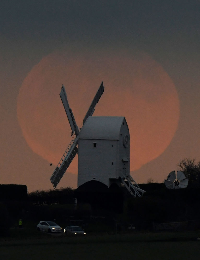 أول ظاهرة فلكية في عام 2020 - خسوف القمر في بريطانيا، 10 يناير 2020