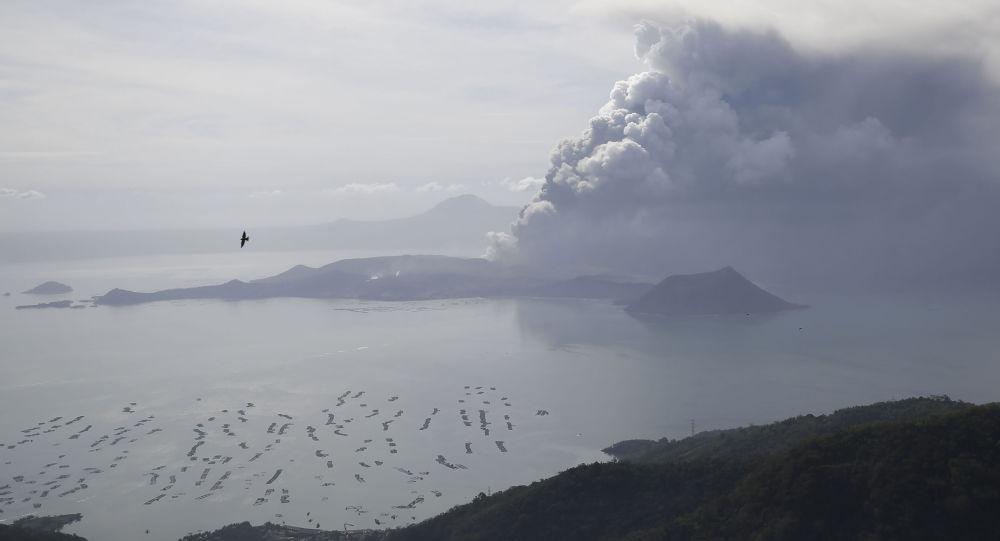 ثوران بركان تال في مانيلا، الفلبين 13 يناير 2020
