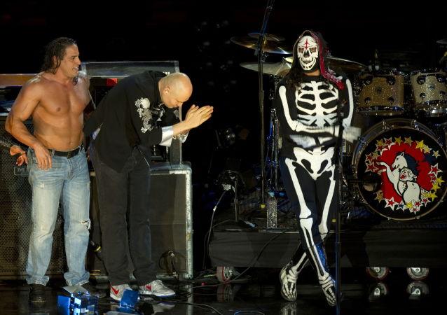 المصارع المقنع المكسيكي الشهير لا باركا