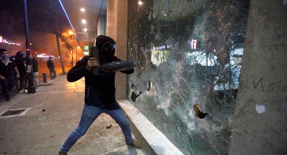 موجة جديدة من أعمال الشغب في لبنان