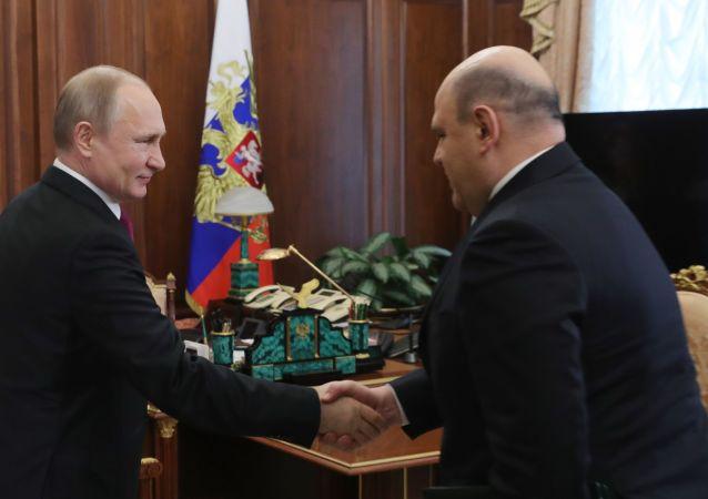 فلاديمير بوتين مع ميخائيل ميشوستين