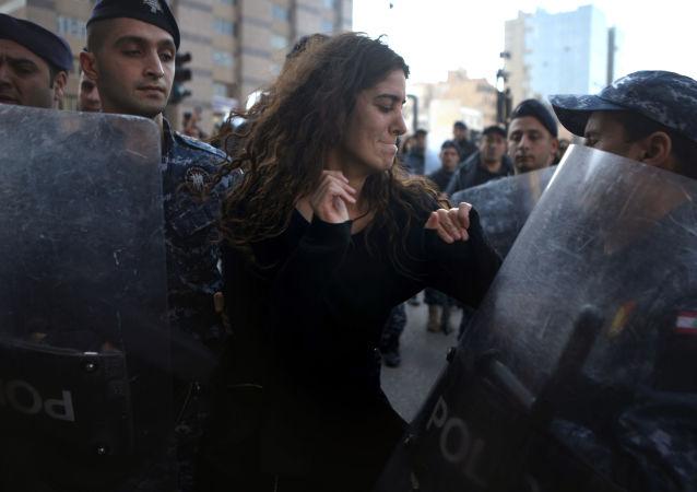 مشاركة في احتجاجات بيروت ضد فساد الحكومة في لبنان 14 يناير 2020