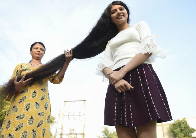 نيلانشي باتل صاحبة أطول شعر في العالم