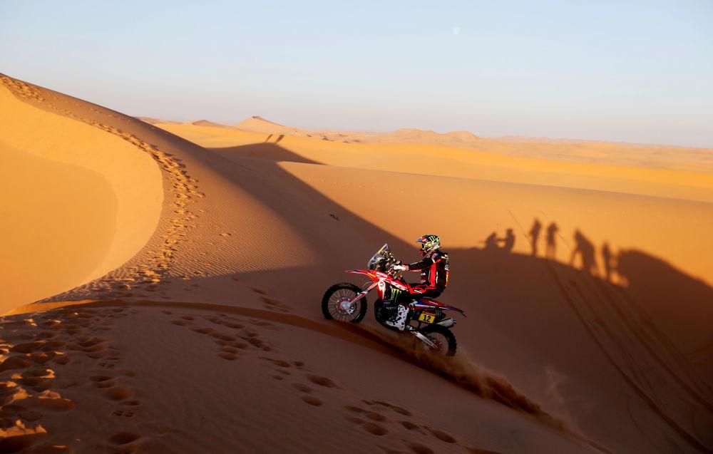 سباق رالي داكار 2020 - المتسابق الإسباني جون باريدا بورت من فريق Monster Energy Honda في المرحلة السابعة من السباق