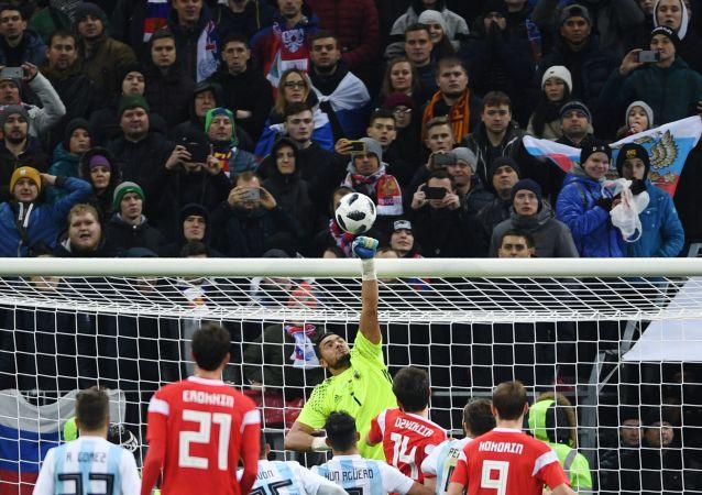 سيرجي روميرو في مباراة ودية بين روسيا والإرجنتين