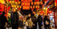 مواطنون صينيون يستعدون للاحتفال بالعام القمري الجديد في بكين، الصين