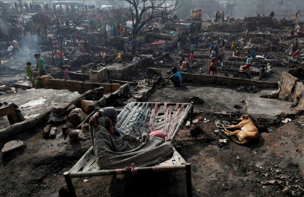 عقب حريق في كراتشي، باكستان 22 يناير 2020