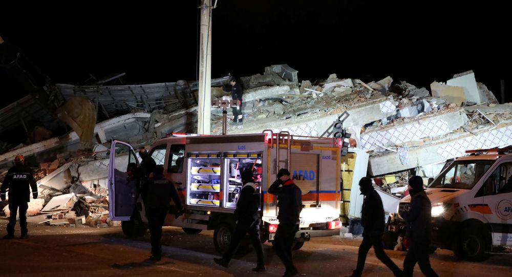 عمليات الإنقاذ بعد زلزال تركيا