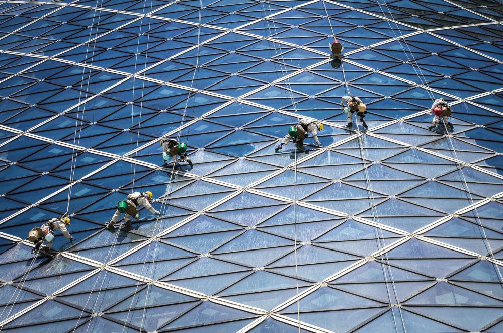 الصورة بعنوان في العمل، للمصور الألماني فولكر ساندر، الذي تأهل إلى نهائي مسابقة فن البناء لعام 2019