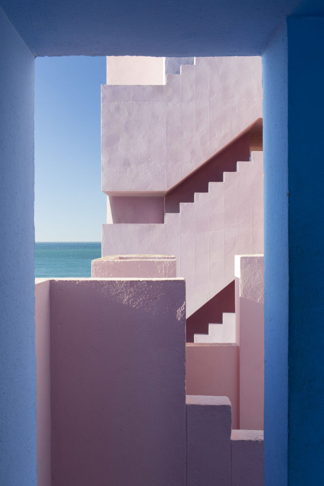 الصورة بعنوان مورالا روجا، للمصور الإسباني أغنيزي سانفيتو، الذي تأهل إلى نهائي مسابقة فن البناء لعام 2019