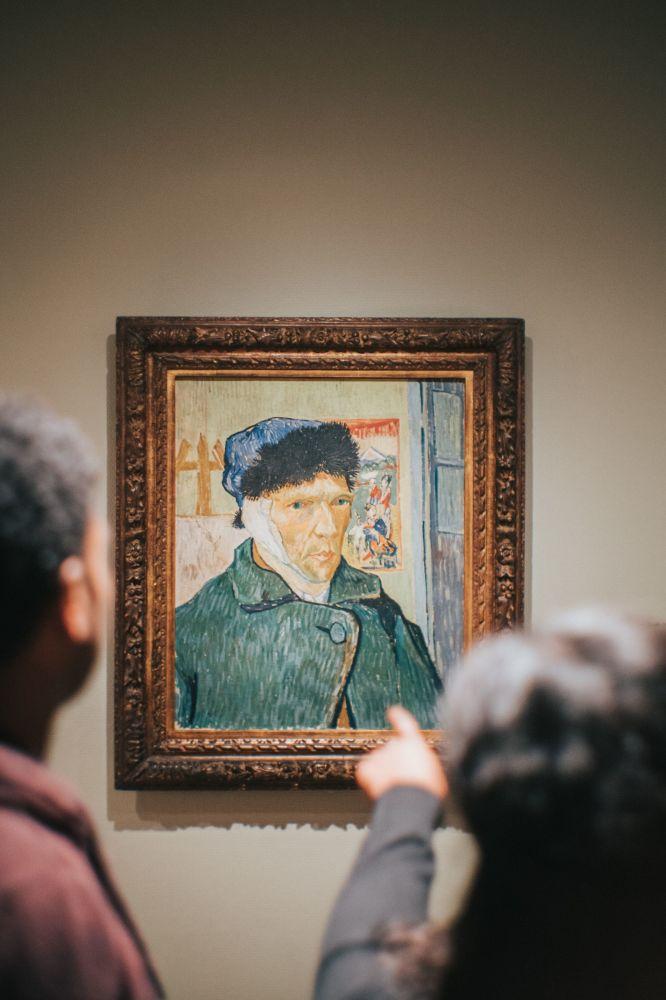 متحف فان غوغ في أمستردام، يعتبر منطقة الجذب السياحي في هولندا يسمح التقط الصور في بعض المناطق فقط، وإجراء يحد من اكتظاظ القاعات ويسمح للزوار الاتسمتاع بالفن بسلام.