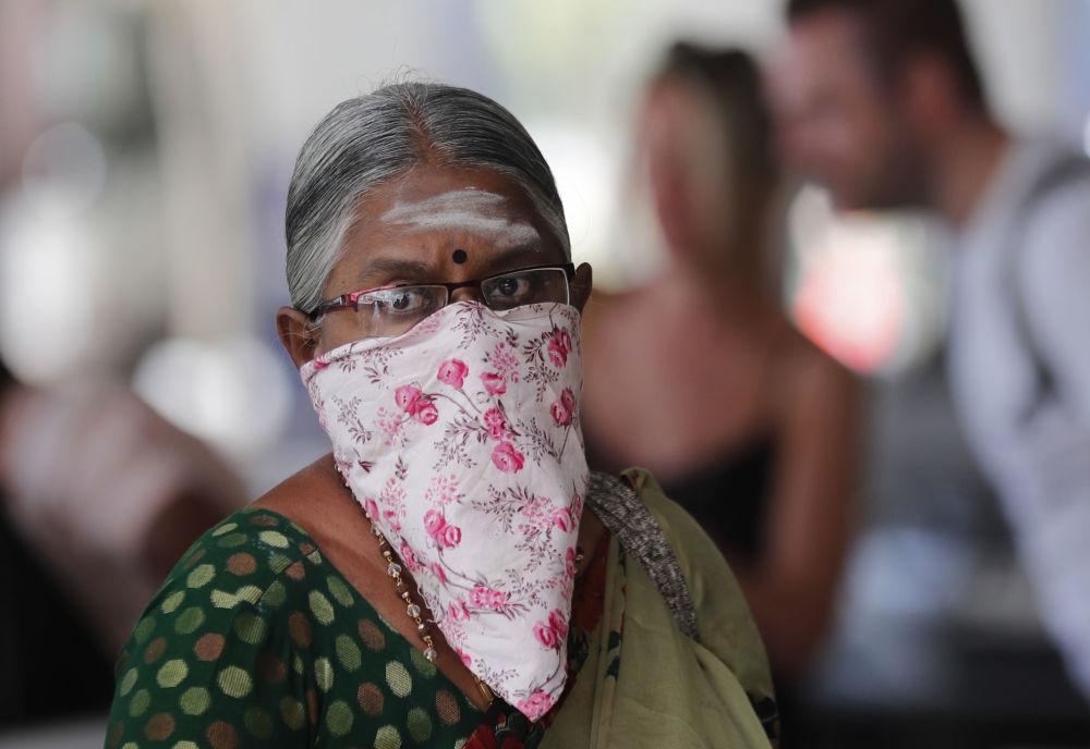 امرأة هندية لدى وصولها إلى مطار كولومبو في سريلانكا، 30 يناير 2020