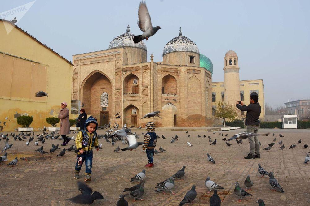 ضريح الشيخ مصلح الدين في مدينة خجند، طاجكستان