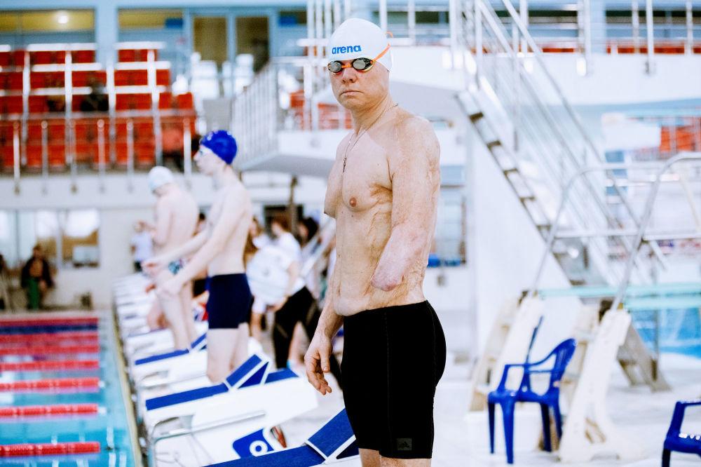 صورة بعنوان لوحة، من سلسلة السباحة، للمصور المحترف البيلاروسي ميخائيل كابيتشكا، مُدرجة في القائمة القصيرة لجائزة سوني العالمية للتصوير 2020 في فئة الرياضة