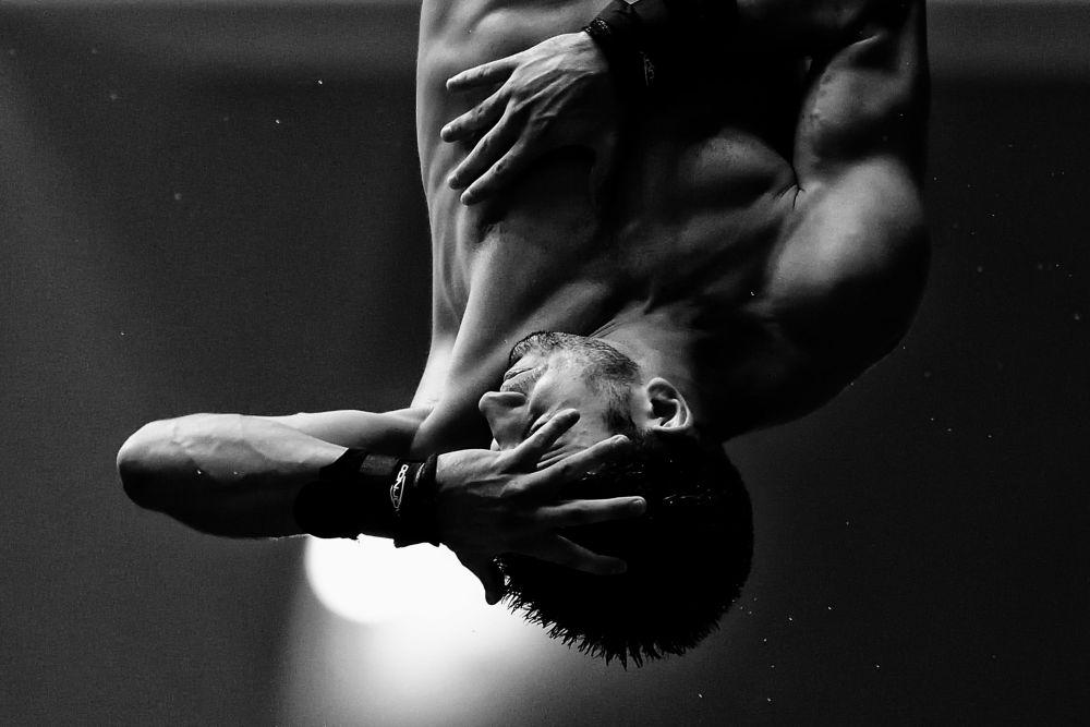 صورة بعنوان براندون، من سلسلة الغطس، للمصور المحترف الإيطالية أندريا ستاكيولي، مُدرجة في القائمة القصيرة لجائزة سوني العالمية للتصوير 2020 في فئة الرياضة