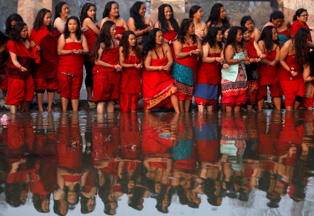 المشاركون في مهرجان الشهر Swasthani Brata Katha  في بهاكتابور، نيبال 9 فبراير 2020