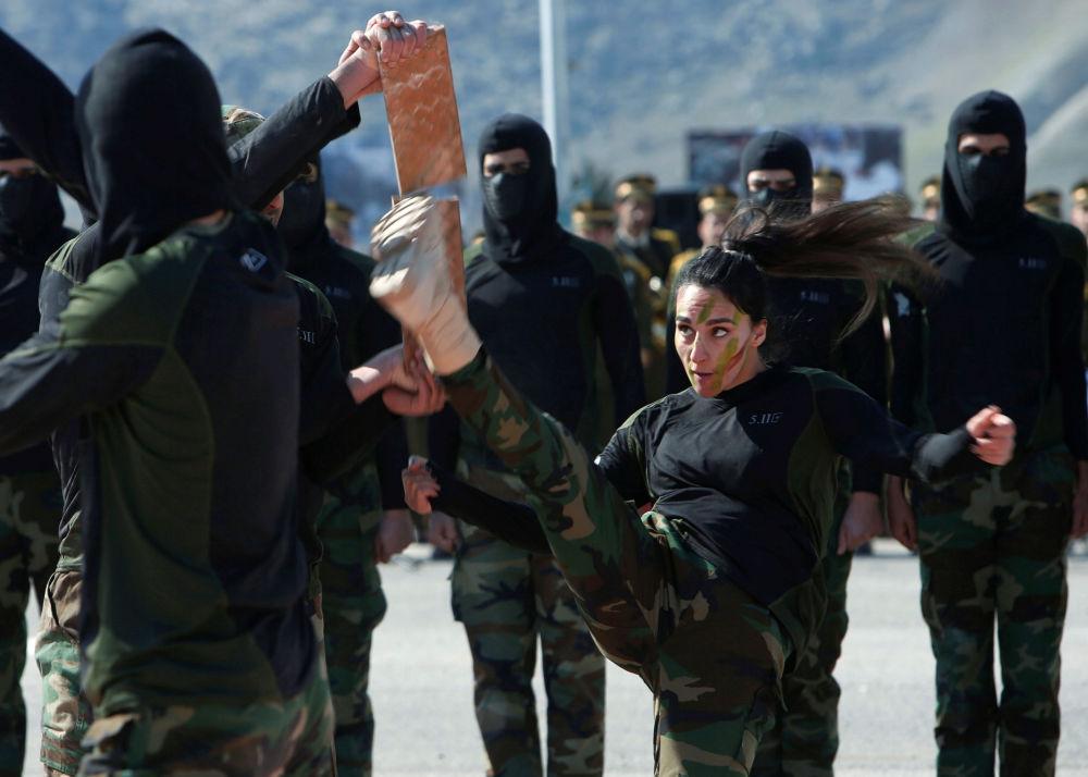 قوات البشمركة أثناء حفل التخرج في معسكر للجيش في محافظة أربيل، العراق 12 فبراير 2020