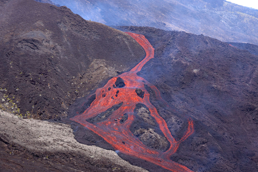 ثوران بركان بيتون دي لا فورنيز في جزيرة ريونيون في المحيط الهندي، 10 فبراير 2020