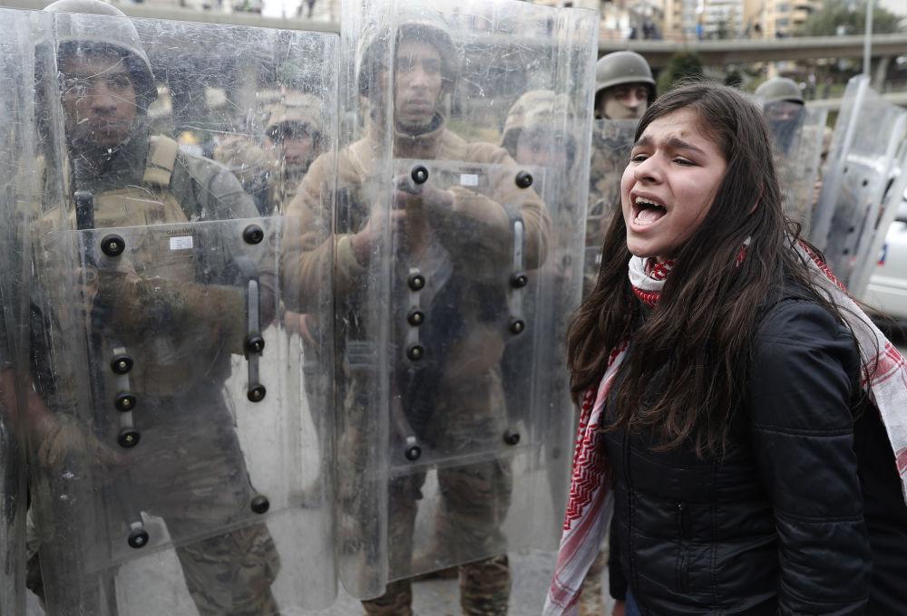 احتجاجات مناهضة للحكومة اللبنانية في بيروت، لبنان 11 فبراير 2020