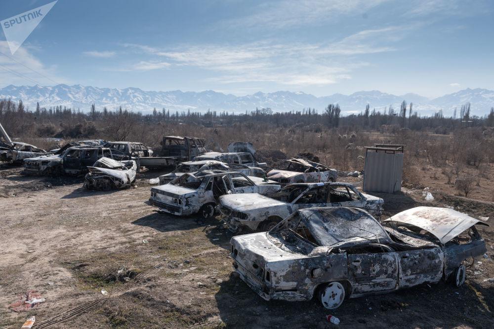 سيارات مشتعلة أثناء أعمال الشغب في منطقة كوردي بمحافظة جامبل في كازاخستان، 9 فبراير 2020