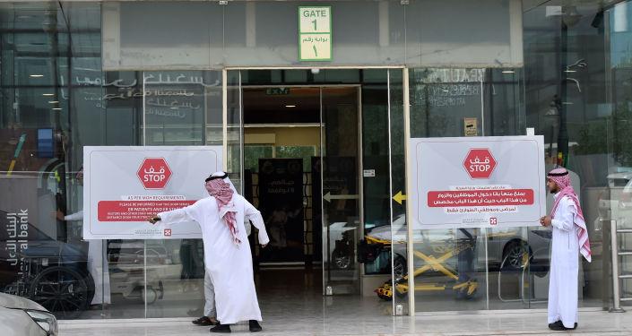 السعودية توقف طبيبا يصور مناطق حساسة لدى مرضاه