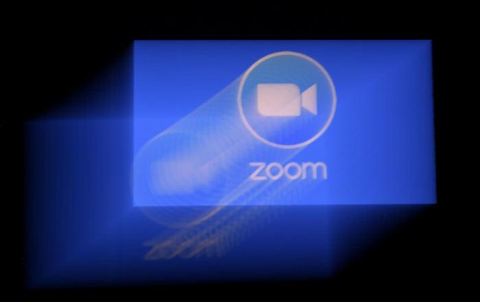 """منصة """"زووم"""" تعد بنظام """"مأجور"""" لتشفير مكالمات"""