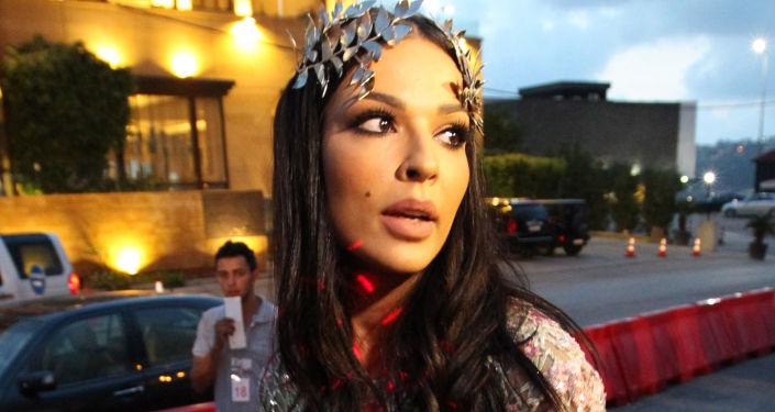 """""""اللحظة المشؤومة""""… نادين نجيم توثق لحظة إصابتها في انفجار بيروت… فيديو"""