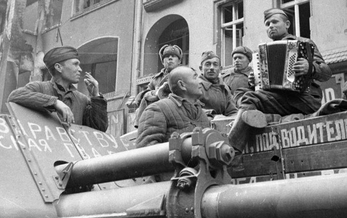 الجيش الأحمر يطرد شبح الموت من برلين