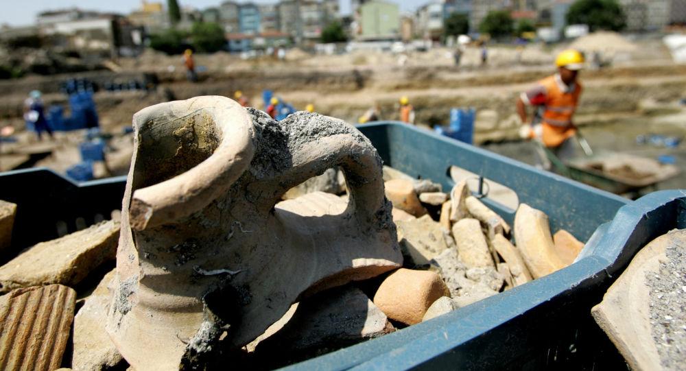 الصين... اكتشاف إبريق قديم فيه سائل غير معروف