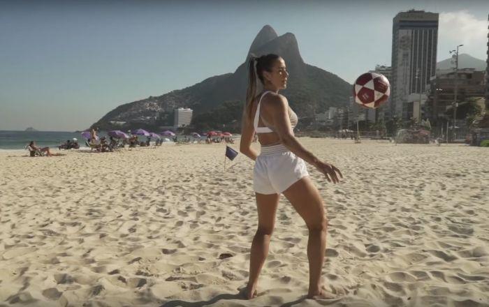 نجمات كرة القدم البرازيليات يبهرن الجمهور بفيديو جديد