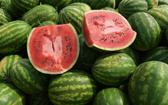 ربما تكون منهم… أشخاص يحظر عليهم تناول البطيخ الأحمر
