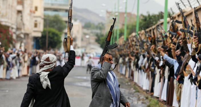 """اليمن… 48 قتيلا وجريحا في معارك بين القوات المشتركة و""""أنصار الله"""" جنوبي الحديدة"""