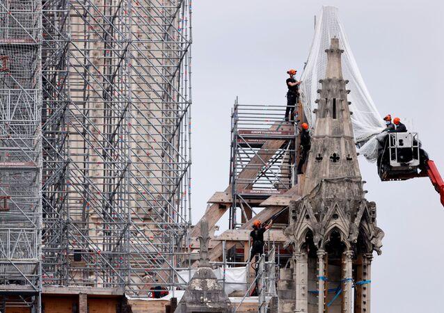 بناء كاتدرائية نوتردام