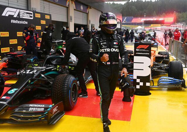 لويس هاميلتون بطل العالم ست مرات لسباقات فورمولا 1
